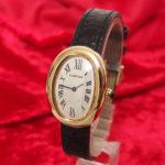 """カルティエの名作腕時計""""ベニュワールSM""""、着物の腕周りにも、エレガントさをプラス。"""