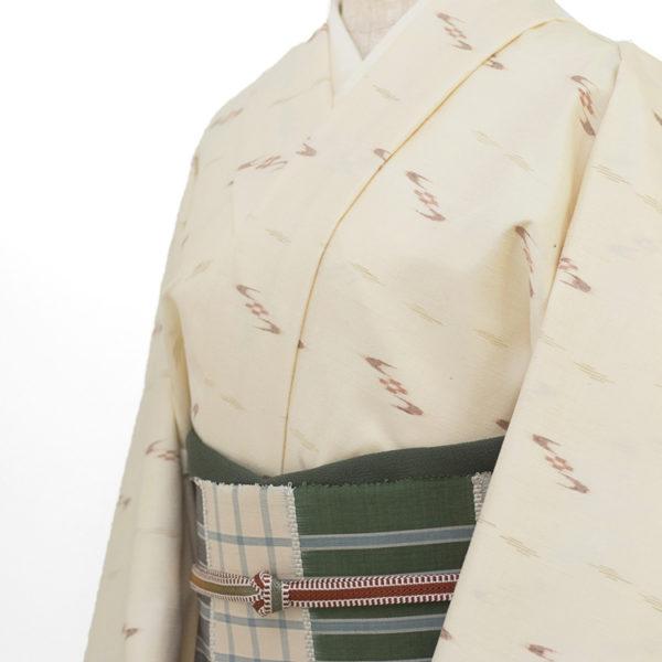 本場久米島紬 絣 生成の着物コーディネート