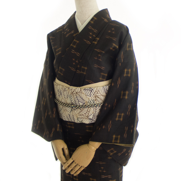 本場久米島紬と型染め帯のコーディネート