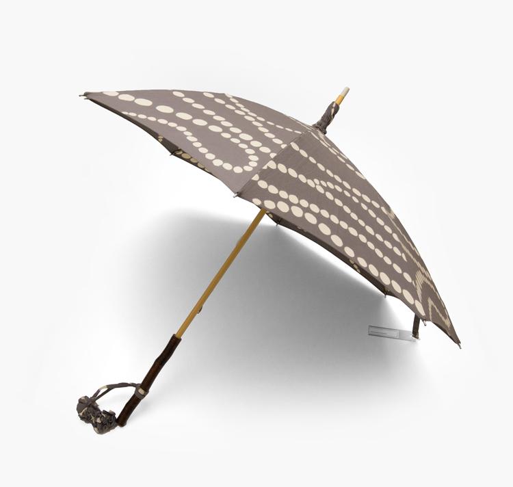 内藤早苗 注染の日傘 真珠の首飾り