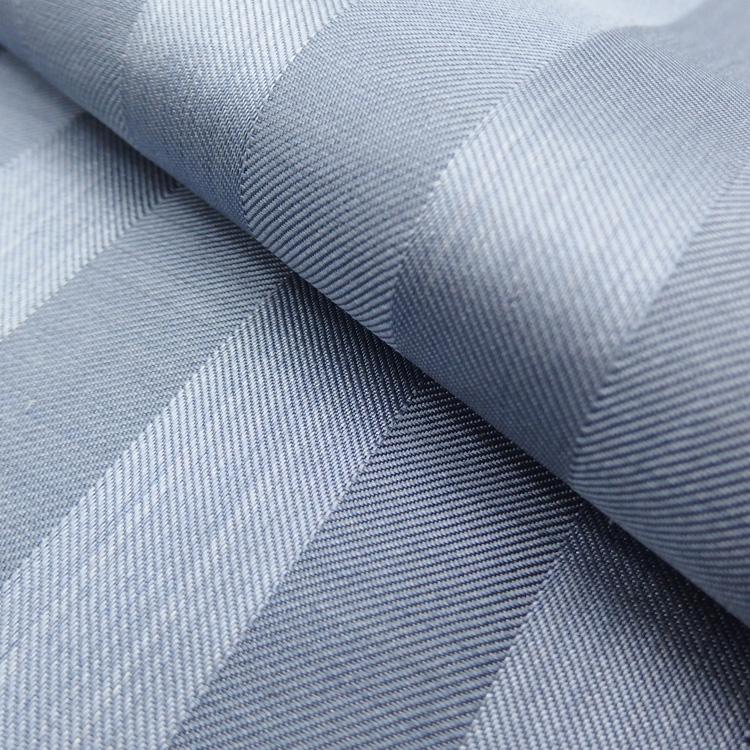 菊池洋守の八丈織 着尺 椎染め・綾織りのアップ