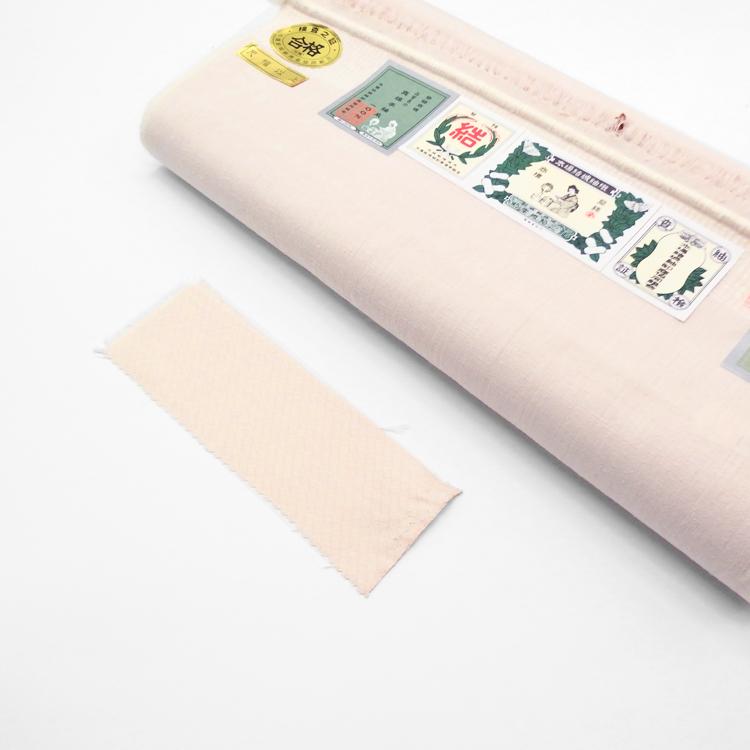 オーダーメードで制作した本場結城紬 着尺 広幅 薄桜色「花筏」の色サンプル