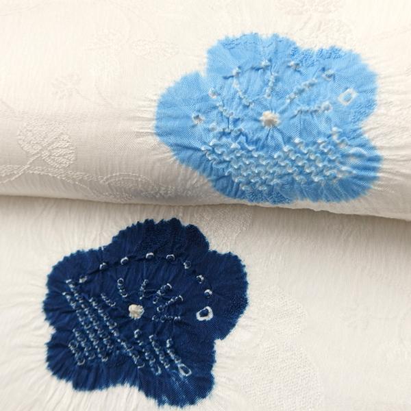 和小物さくら 帯揚げ 梅地紋 胡粉色地に藍と濃紅と空色の絞り