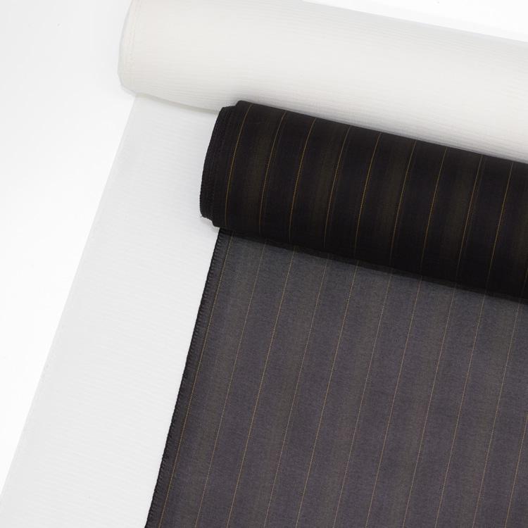 黒い着物の長襦袢の透け感