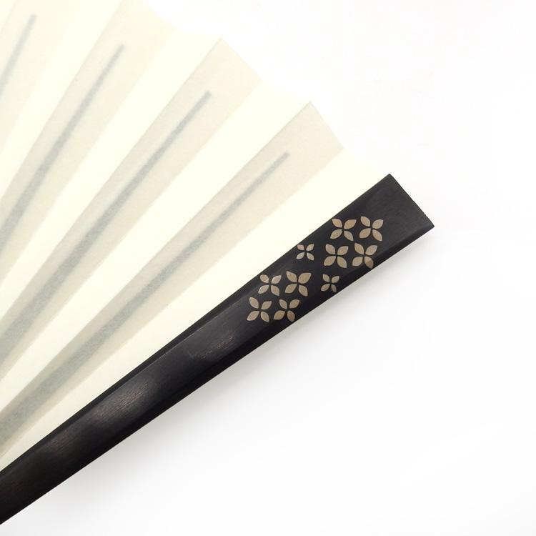 橋爪玲子 別注 漆絵の扇子「hydrangea 白漆のアップ」