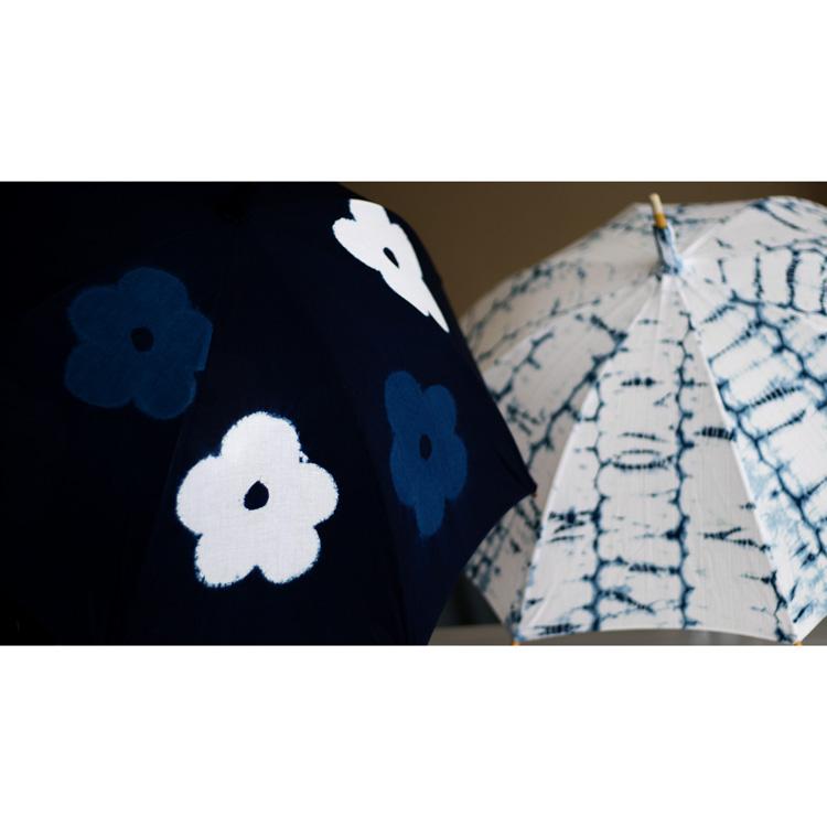 平敷慶彦(琉球藍染工房) 琉球藍染の日傘のイメージ写真