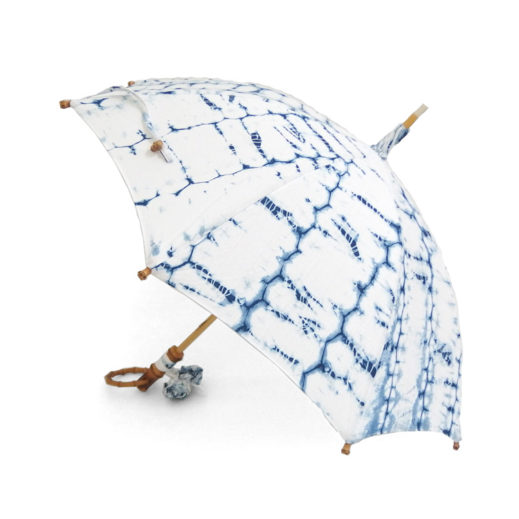 平敷慶彦(琉球藍染工房) 琉球藍染の日傘 「織縫い絞り」 白と薄藍の柄