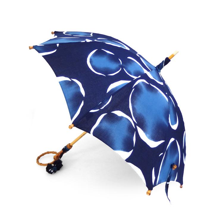 内藤早苗 注染の日傘 「夜明けを宿す」 紺青と亜麻色、白 綿