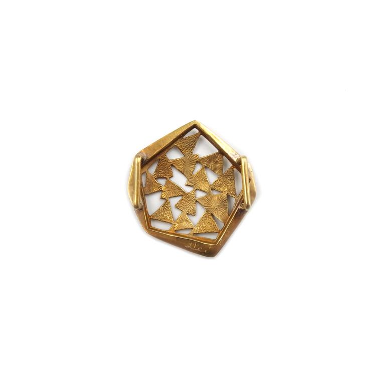 桑山明美(aei) 帯留 「木漏れ日の万華鏡」 brass(真鍮) の裏