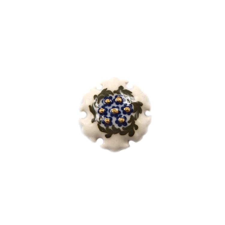 荒井彩乃 スリップウェア(陶器)の帯留 「白地中央寄せ青花と緑の葉 雪輪」 千成堂別注